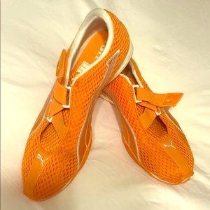 Ladies PUMA athletic tennis shoes - Orange